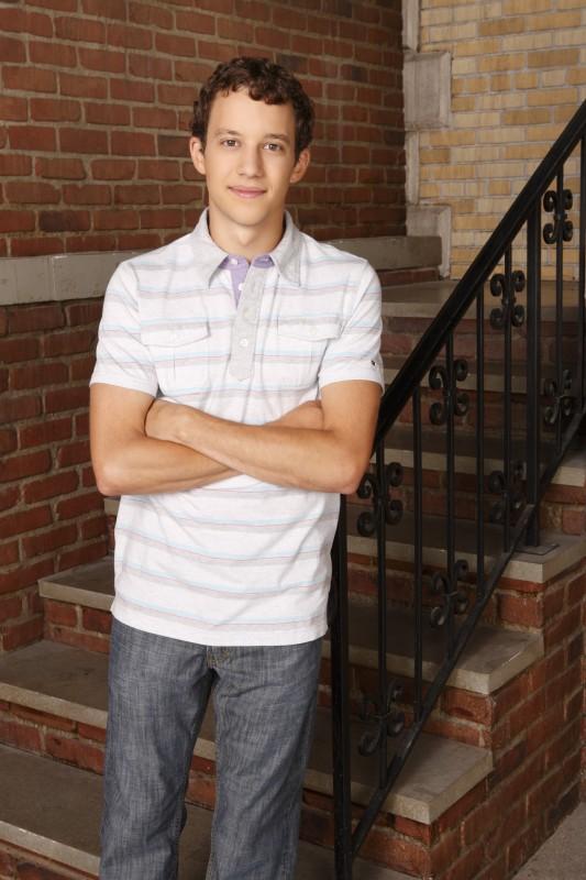 Jacob Zachar in una foto promozionale della stagione 3 di Greek - La confraternita