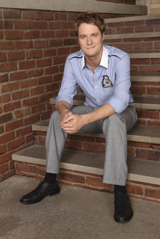 Jake McDorman in una immagine promozionale della stagione 3 di Greek - La confraternita