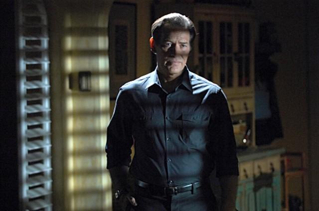 James Remar in una scena della stagione 4 di Dexter