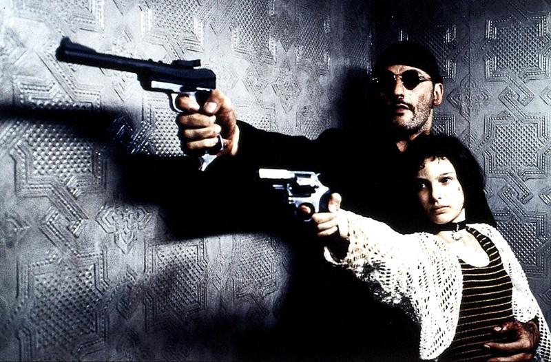 Jean Reno (Léon) e Natalie Portman (Mathilda) in una scena del film Leon