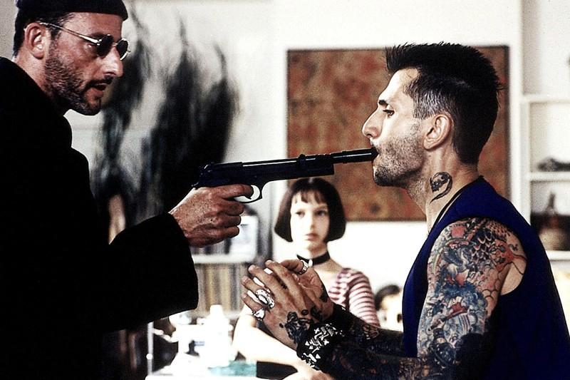 Jean Reno, Natalie Portman e Robert LaSardo durante una scena del film 'Leon: The Professional'