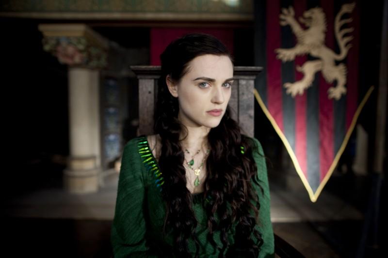 Katie McGrath in una immagine della stagione 2 di Merlin