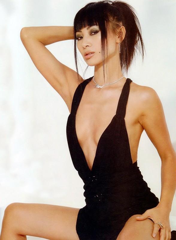 La sexy star cinese Bai Ling, in abito nero super scollato