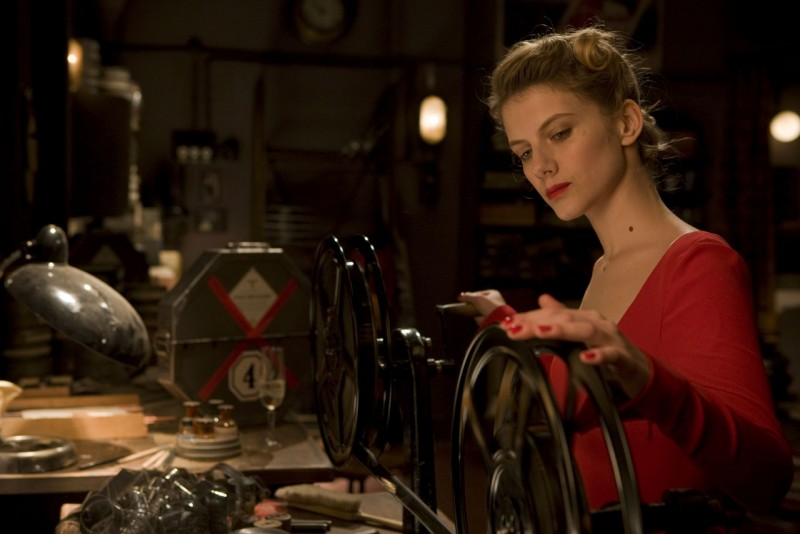 Mélanie Laurent in un'immagine del film Bastardi senza gloria