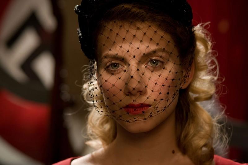 Mélanie Laurent in un'immagine del film Bastardi senza gloria di Quentin Tarantino