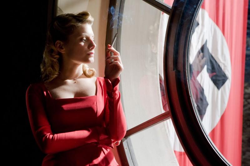 Mélanie Laurent in un'immagine di Bastardi senza gloria