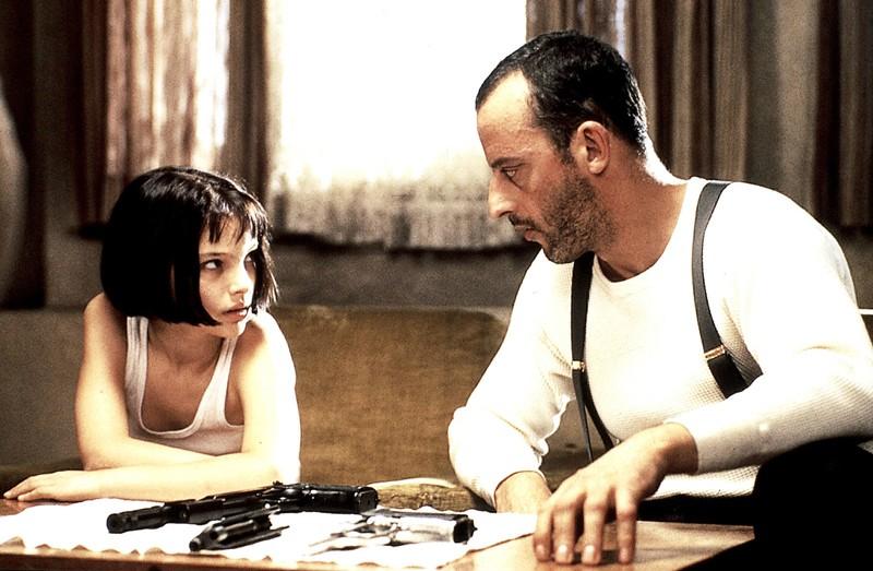 Natalie Portman è Mathilda e Jean Reno è Léon nel film Leon: the Professional