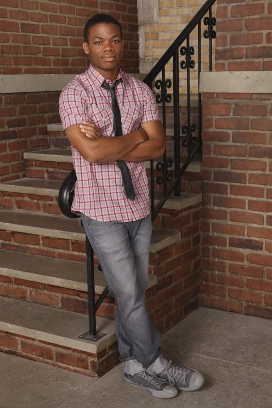 Paul James in una immagine promozionale della stagione 3 di Greek - La confraternita