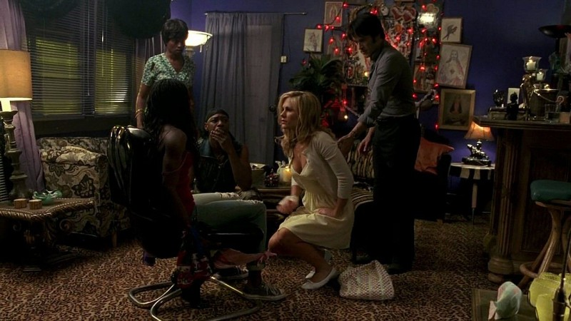 Adina Porter, Nelsan Ellis, Anna Paquin e Stephen Moyer in una scena dell'episodio 'New World In My View' della serie True Blood