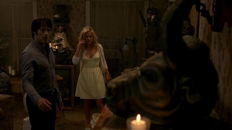 Bill (Stephen Moyer) e Sookie (Anna Paquin) in una scena dell'episodio 'New World In My View' della serie True Blood