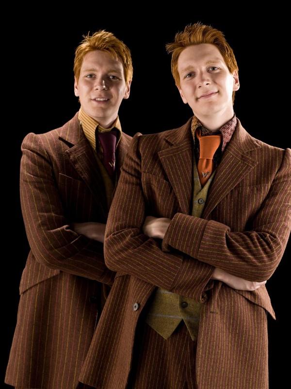 I gemelli James e Oliver Phelps (George e Fred Weasley) in una foto per il film di 'Harry Potter e il principe mezzosangue'