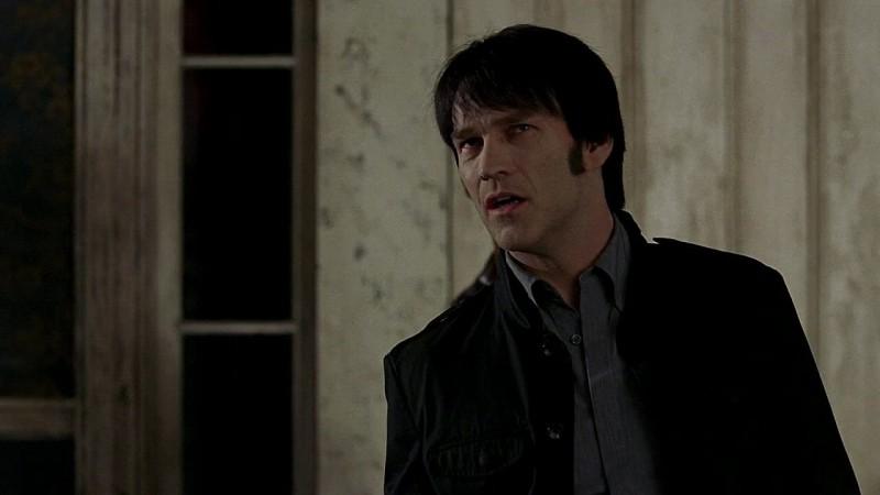 Il vampiro Bill (Stephen Moyer) in una scena dell'episodio 'New World In My View' della serie True Blood