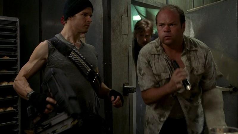 Jason Stackhouse (Ryan Kwanten) e il detective Bellefleur (Chris Bauer) in una scena dell'episodio 'New World In My View' della serie True Blood