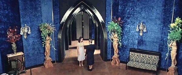 Jessica Harper e Alida Valli in una scena del film Suspiria (1977)