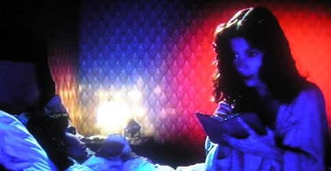 Jessica Harper e Stefania Casini in una scena del film Suspiria (1977)