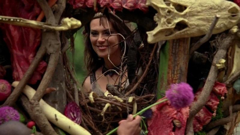 Maryann (Michelle Forbes) prepara il sacrificio per il suo Dio in una scena dell'episodio 'New World In My View' della serie True Blood