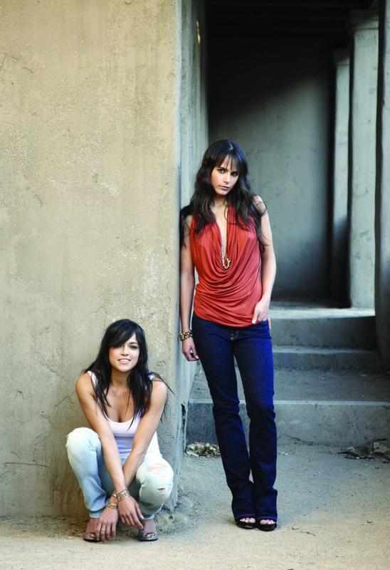 Michelle Rodriguez e Jordana Brewster in una foto promo per il film Fast and Furious - Solo parti originali