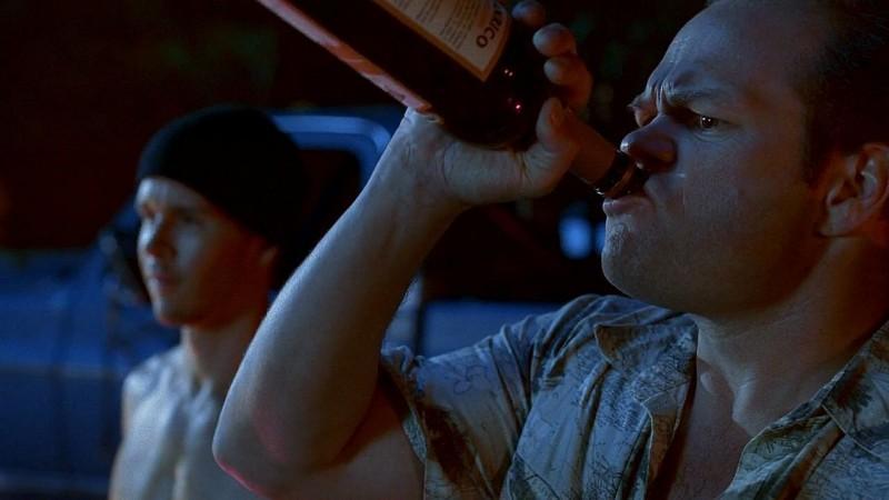 Nel delirio di Bon Temps, Andy Bellefleur (Chris Bauer) non può far altro che bere nell'episodio 'New World In My View' della serie True Blood