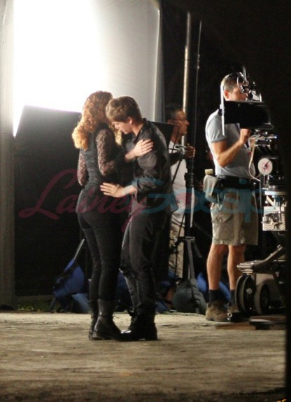 Prime immagini dal set di The Twilight Saga: Eclipse pubblicate dal sito Lainey Gossip - Bryce Dallas Howard e Xavier Samuel