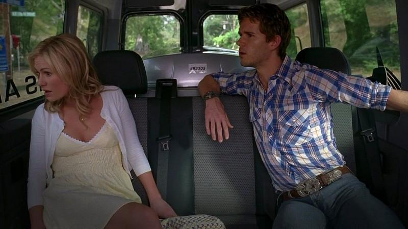 Sookie (Anna Paquin) e Jason (Ryan Kwanten) fanno ritorno a Bon Temps in una scena dell'episodio 'New World In My View' della serie True Blood