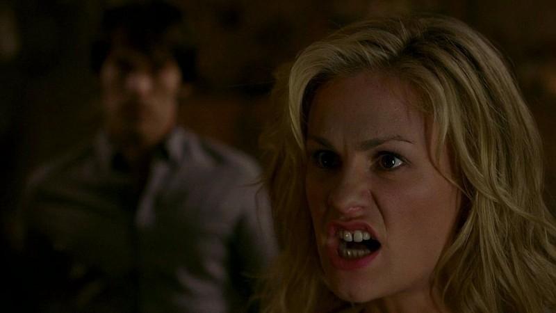 Un'arrabbiatissima Sookie (Anna Paquin) in una scena dell'episodio 'New World In My View' della serie True Blood