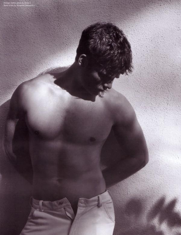 Uno scatto sexy dell'attore Travis Van Winkle