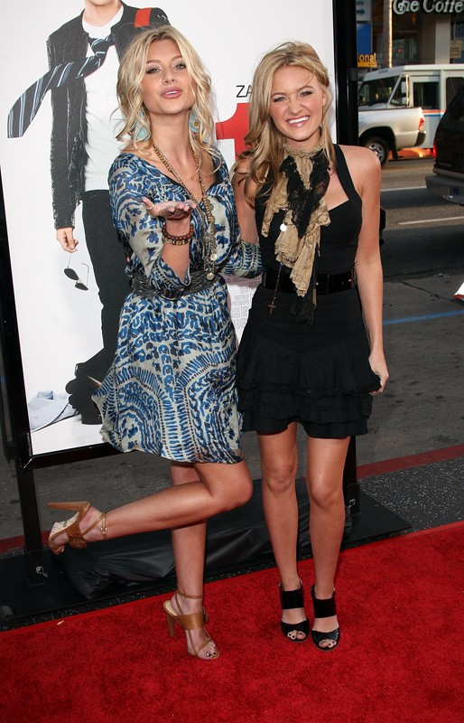 Alyson e Amanda Michalka alla premiere del film '17 Again - Ritorno al Liceo' nell'Aprile del 2009