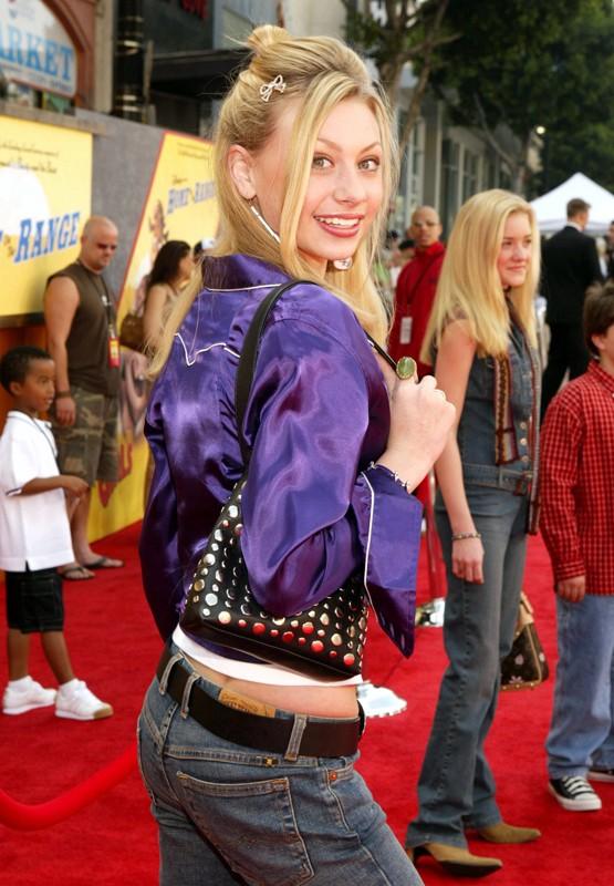Alyson Michalka alla premiere del film Disney 'Mucche alla Riscossa' nel 2004
