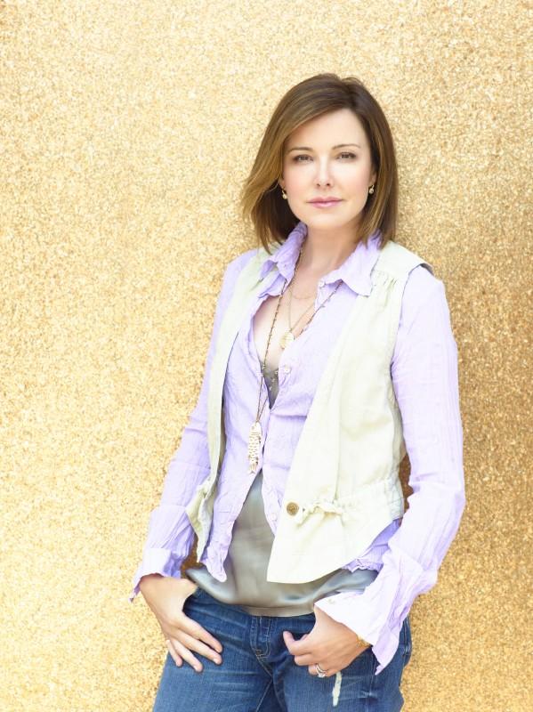 Christa Miller in una immagine promozionale della serie TV Cougar Town