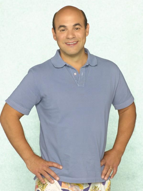 Ian Gomez in una foto promozionale della serie TV Cougar Town
