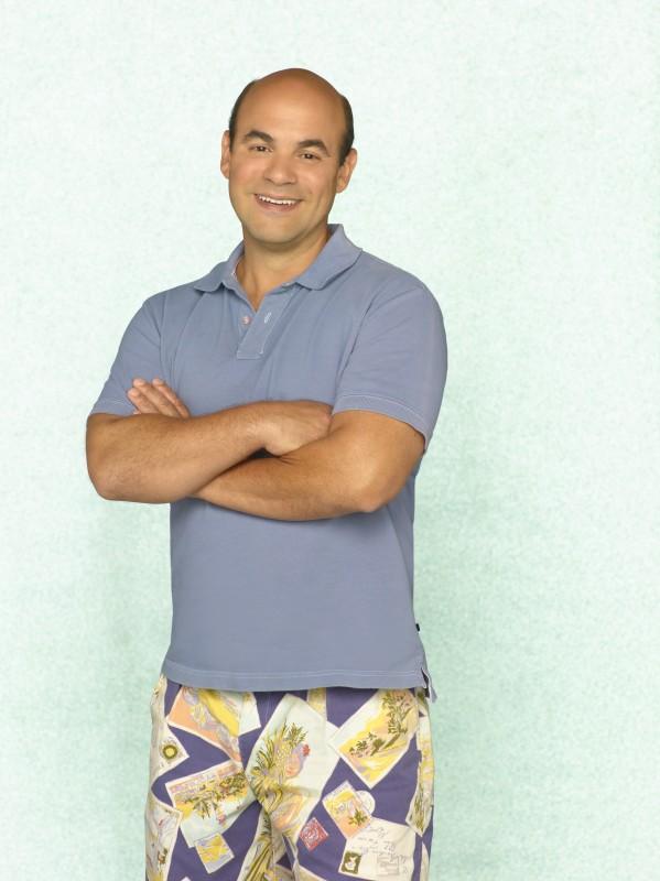 Ian Gomez in uno scatto promozionale della serie TV Cougar Town