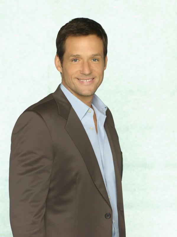 Josh Hopkins in una foto promozionale della serie TV Cougar Town
