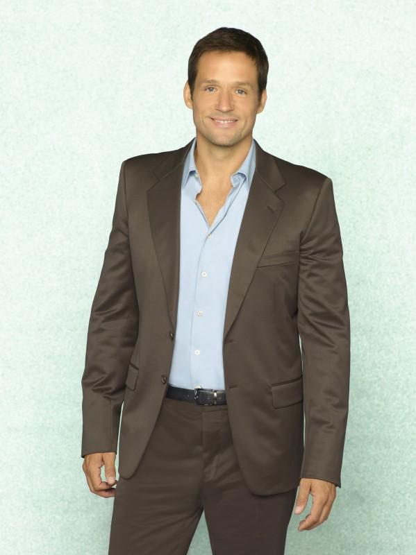 Josh Hopkins in una immagine promozionale della serie TV Cougar Town