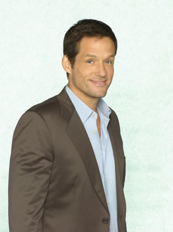Josh Hopkins in uno scatto promozionale della serie TV Cougar Town