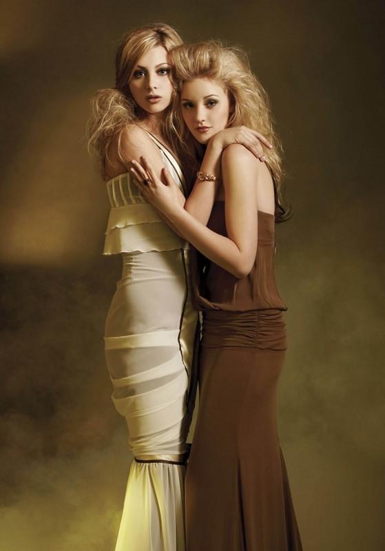 Le sorelle Michalka in una foto promo del 2006