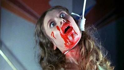 Un terrificante primo piano di Eva Axén nel film Supiria ( 1977 )