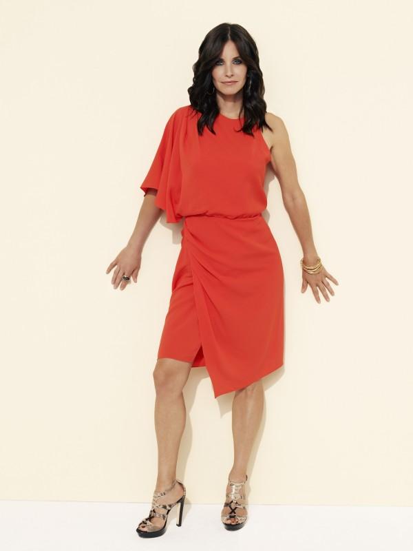 Una delle immagini promozionali di Courteney Cox per la nuova serie TV Cougar Town