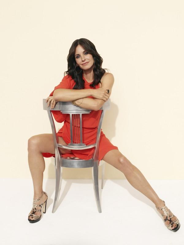 Una posa sensuale di Courtney Cox per la serie TV Cougar Town