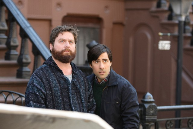 Zach Galifianakis e Jason Schwartzman in una scena della nuova serie HBO Bored to Death