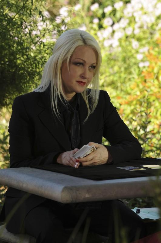 Cyndi Lauper nella premiere della stagione 5 di Bones