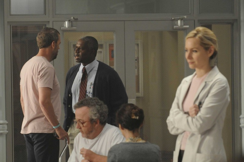 Hugh Laurie  in una scena di Broken, sesta stagione di Dr. House: Medical Division