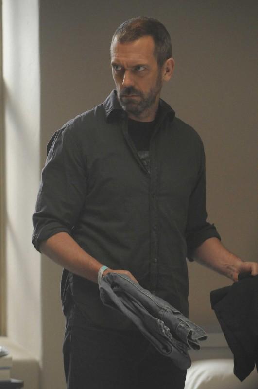 Hugh Laurie  in una scena di Broken dalla sesta stagione di Dr. House: Medical Division