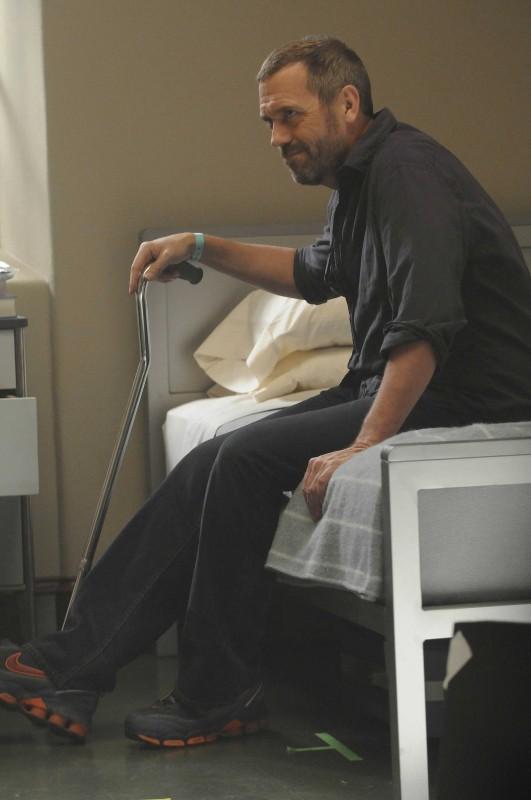 Hugh Laurie in una scena tratta dalla premiere della stagione 6 di Dr. House: Medical Division