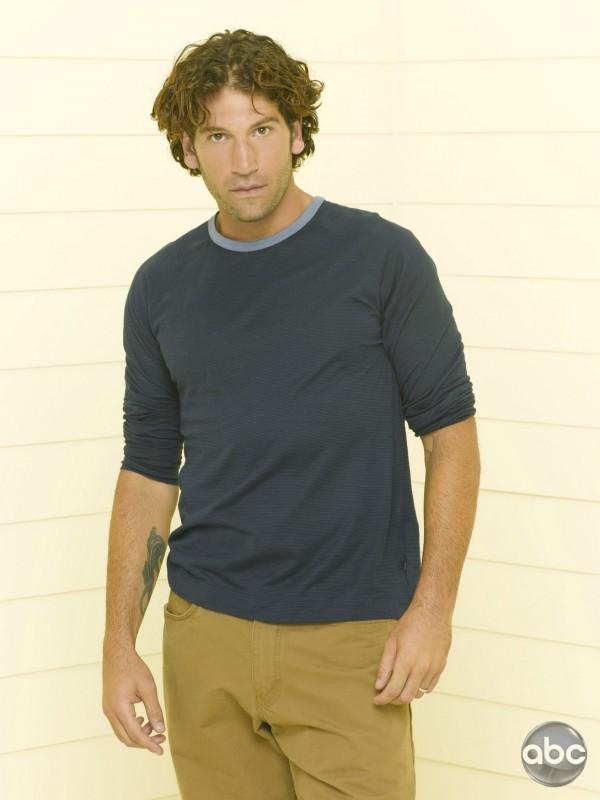 Jon Bernthal nella serie televisiva Eastwick