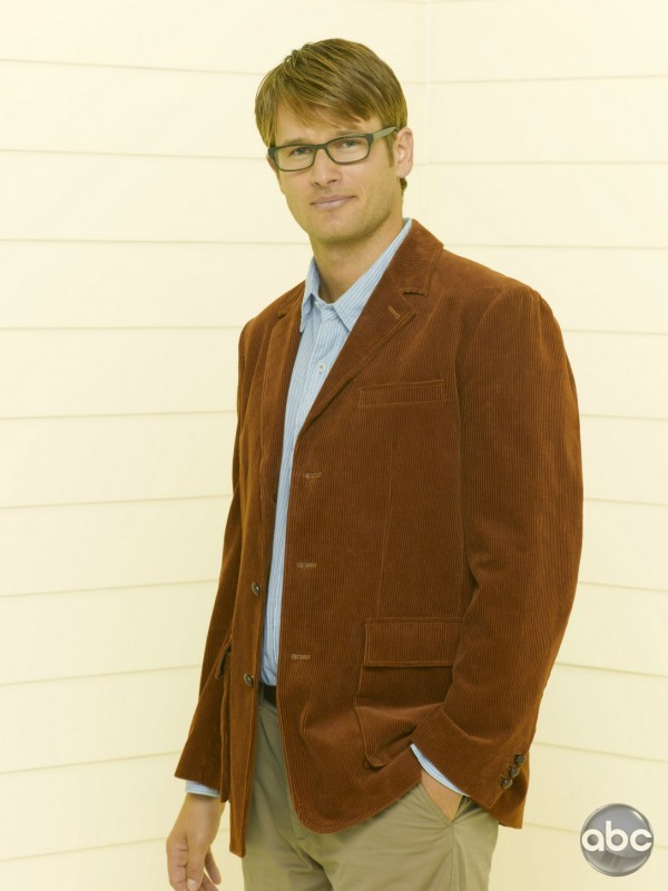 L'attore Johann Urb nella serie televisiva Eastwick