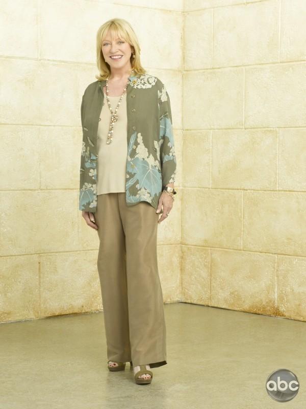 La bionda Veronica Cartwright è Bun nella serie TV Eastwick, ispirata al film degli anni '80