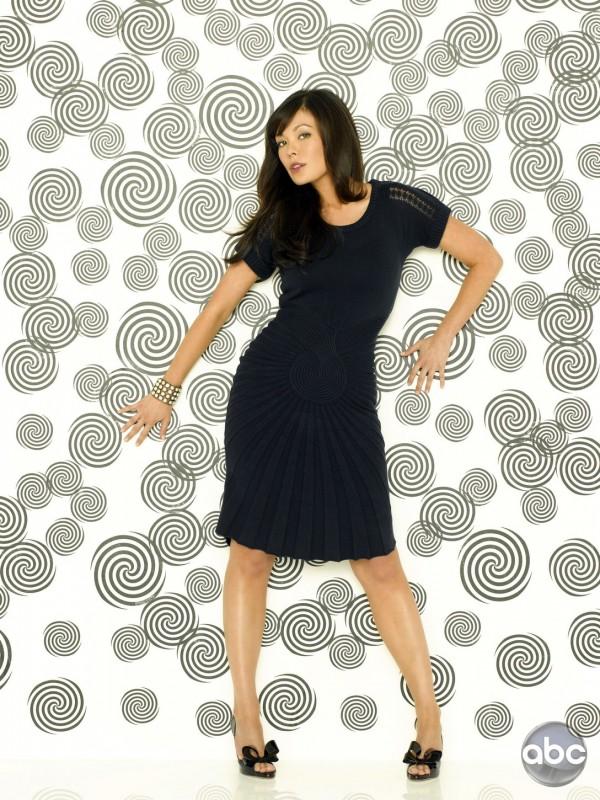 Lindsay Price nei panni di Joanna Frankel nella serie televisiva Eastwick