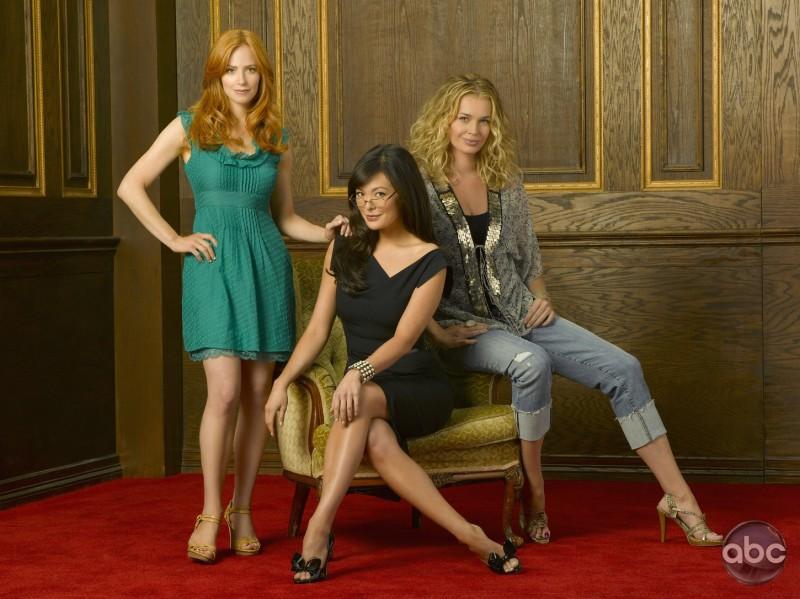 Lindsay Price, Rebecca Romijn e Jaime Ray Newman sono le protagoniste del serial televisivo Eastwick