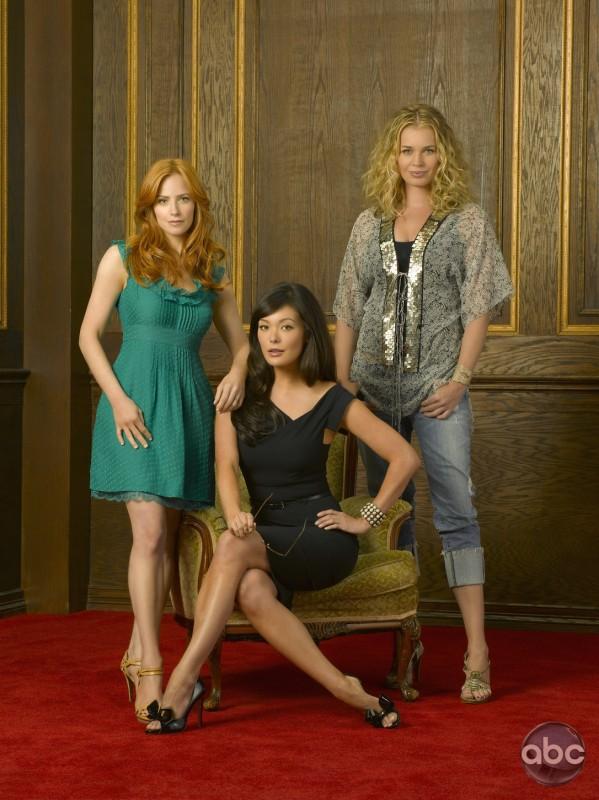 Lindsay Price, Rebecca Romijn e Jaime Ray Newman: una bionda, una rossa e una mora per il serial Eastwick