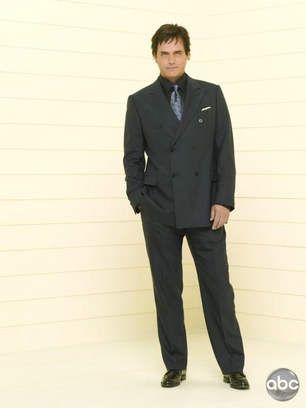 Paul Gross è Darryl nel serial Eastwick